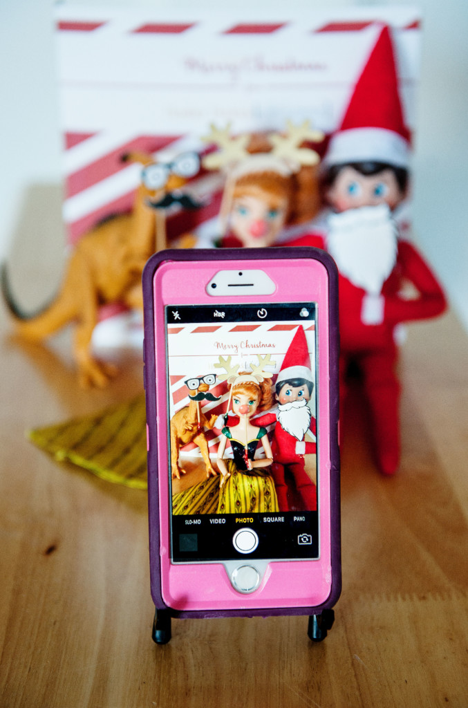 elf-on-the-shelf-photo-booth-2